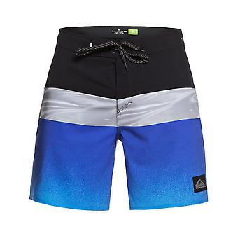Quiksilver Highline Hold Down 18 Mid Length Boardshorts in Dazzling Blue