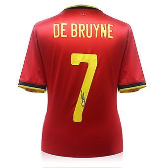 ケビン・デ・ブライネがベルギーシャツをサイン
