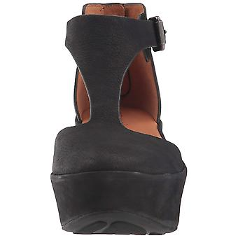 Gentle Souls Womens Nydia Leather Closed Toe Casual Platform Sandals