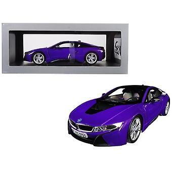 BMW i8 Purple avec Black Top 1/18 Diecast Model Car par Paragon