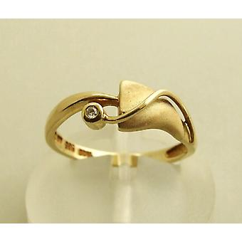 14 carat yellow gold ring with diamond