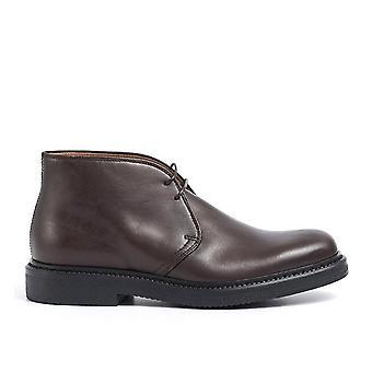 Pantofi maro din piele dantelat