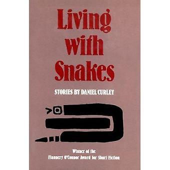 Lever med ormar av Daniel Curley - 9780820307671 bok