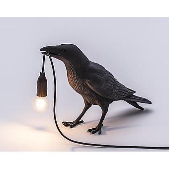 Lintupöytälamppu, italialainen sisustus