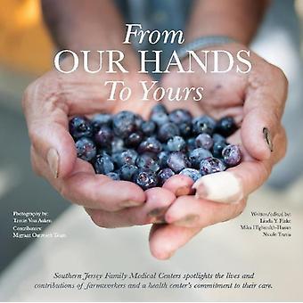 From Our Hands To Yours door Linda Y. FlakeMika HighsmihHasanNicole Travis