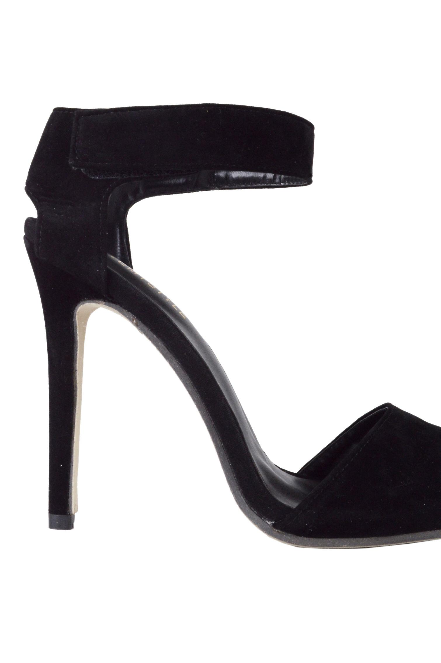 Lovemystyle Velvet Pointed Heels In Black