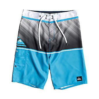 Quiksilver Everyday Division 20 Mid Length Boardshorts in MALIBU
