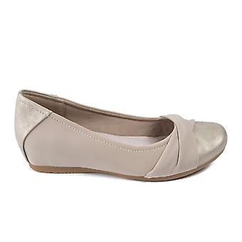 Bare Traps Womens mitsy Fabric Closed Toe Ballet Flats