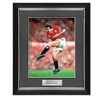 Bryan Robson Signed Manchester United Photo. Deluxe Frame