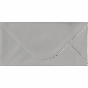Uil grijs gegomd DL gekleurde grijs enveloppen. 120gsm FSC duurzaam papier. 110 mm x 220 mm. bankier stijl envelop.
