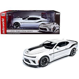 2018 Chevrolet Camaro Yenko/SC Stage II Coupe White con Black Stripes Limited Edition a 702 pezzi in tutto il mondo 1/18 Diecast Model Car di Autoworld
