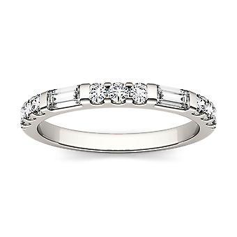 14K oro blanco Moissanite por Charles & Colvard 4x2mm Baguette recto moda anillo, 0.50cttw rocío