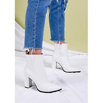 Enkel laarzen met puntige neus en hak in imitatieleer wit
