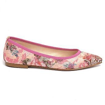 Ροζ παπούτσι μπαλαρίνα γυναικών σε κεντημένο ύφασμα