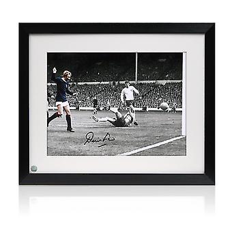 Denis Law undertecknat Skottland fotboll Foto: mål mot England. Inramade