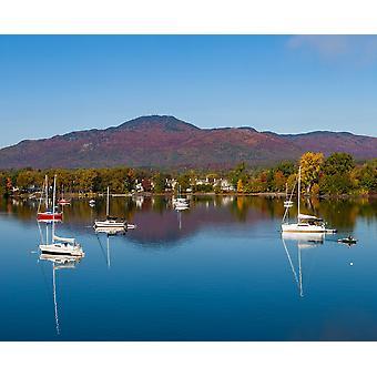 Boote in einem See Lake Memphremagog Magog Quebec Kanada Poster Print von Panorama-Aufnahmen