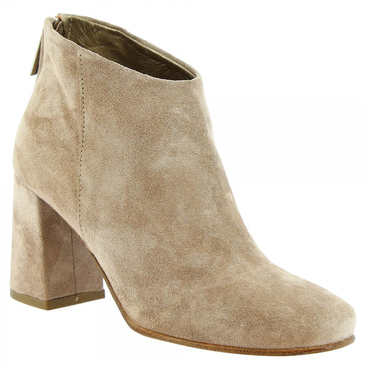 Leonardo Shoes Women's handmade heeled ankle boots in beige suede leather jrepX