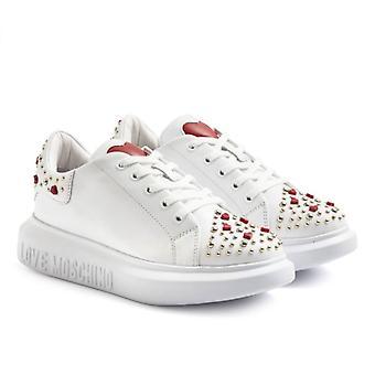 Weißer Moschino Love Sneaker mit Ohrsteckern und Herzen