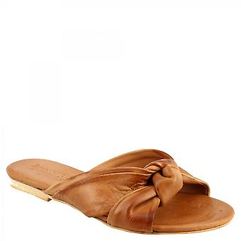 Leonardo Shoes Women's handmade flat slipper sandals in tan goat and calf leather