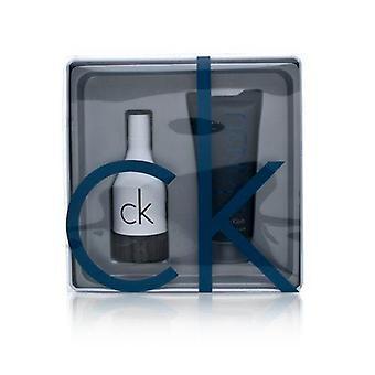 Ck in2u av Calvin Klein för män 2 bit set innehåller: 1,7 oz eau de toilette spray + 3,4 oz hår & kroppstvätt i återanvändbar plåtlåda