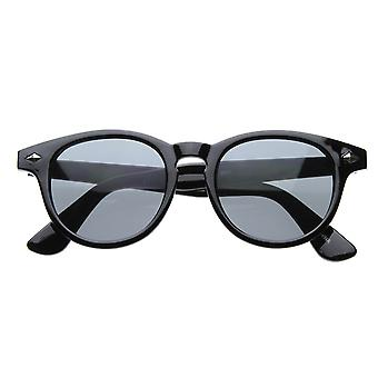 Retro Keyhole Circle Horn Rimmed Style P3 Sunglasses with Diamond Rivets