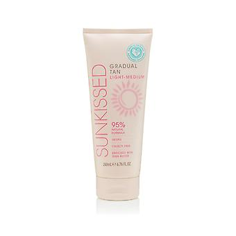 Sunkissed Gradual Tan Light- Medium 200ml 95% Natural - Vegan - Cruelty Free - Shea Butter V2020
