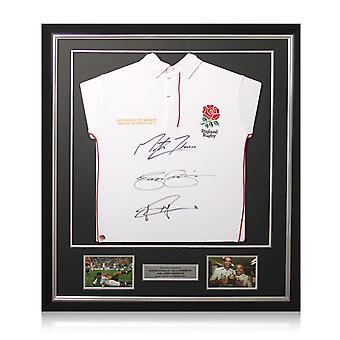 ジョニー・ウィルキンソン、マーティン・ジョンソン、ジェイソン・ロビンソンがイングランドのラグビーシャツにサインした。デラックスフレーム