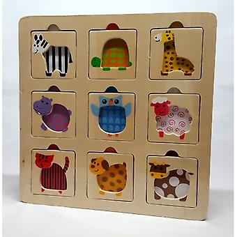 2-hrát dřevěnou skládačku se zvířaty