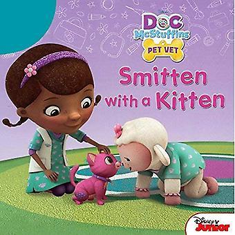 Doc McStuffins slagna med en kattunge