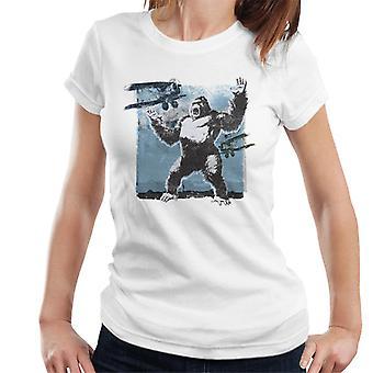 King Kong siendo atacado por Biplanes Mujeres's Camiseta