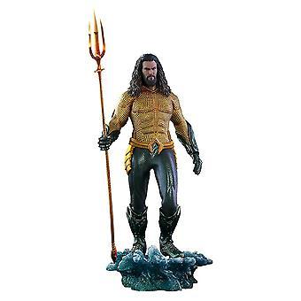 Official DC Comics Aquaman Figure 1:6 Scale Figure