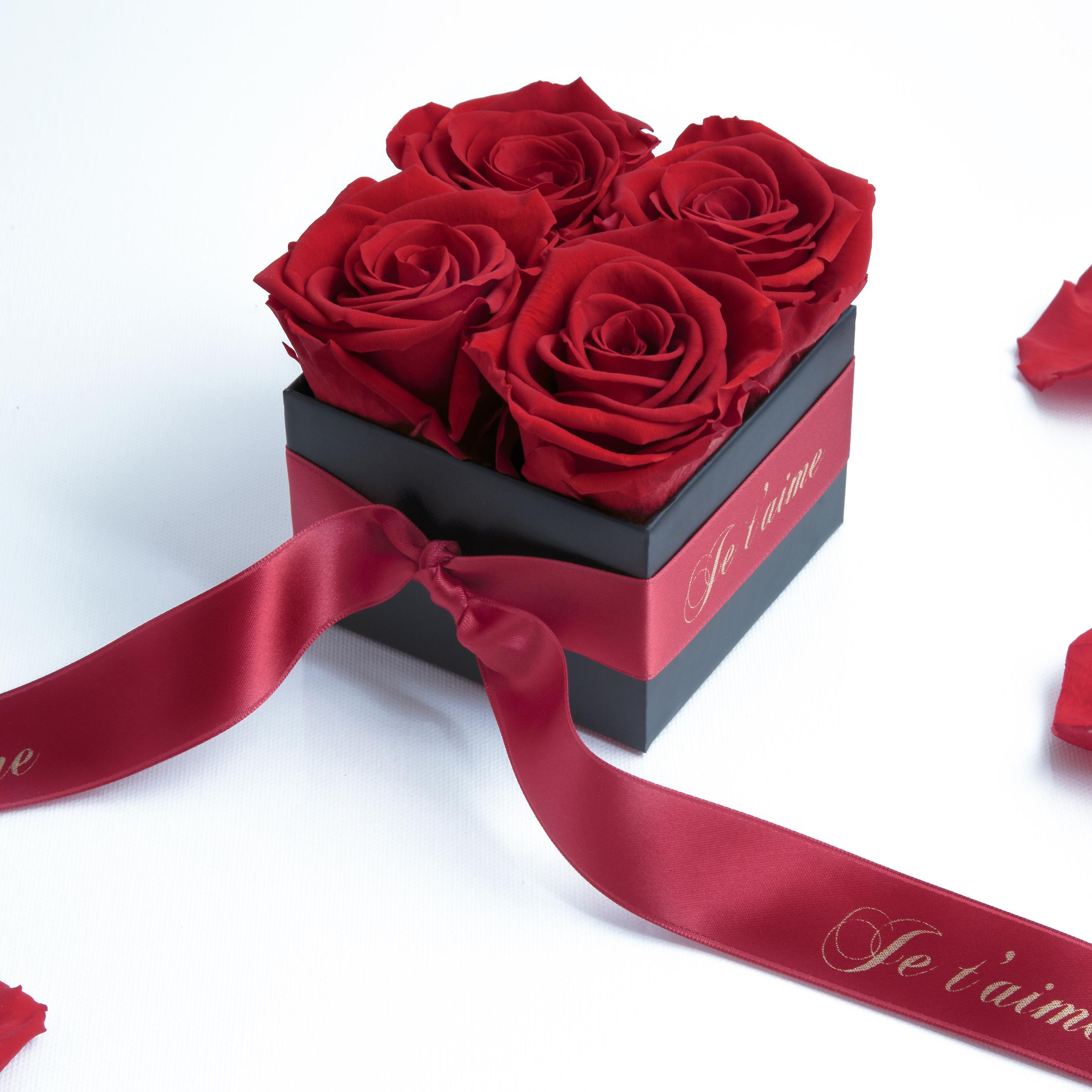 Je t'aime box with 4 red and satin ribbon roses preserved stable 3 years