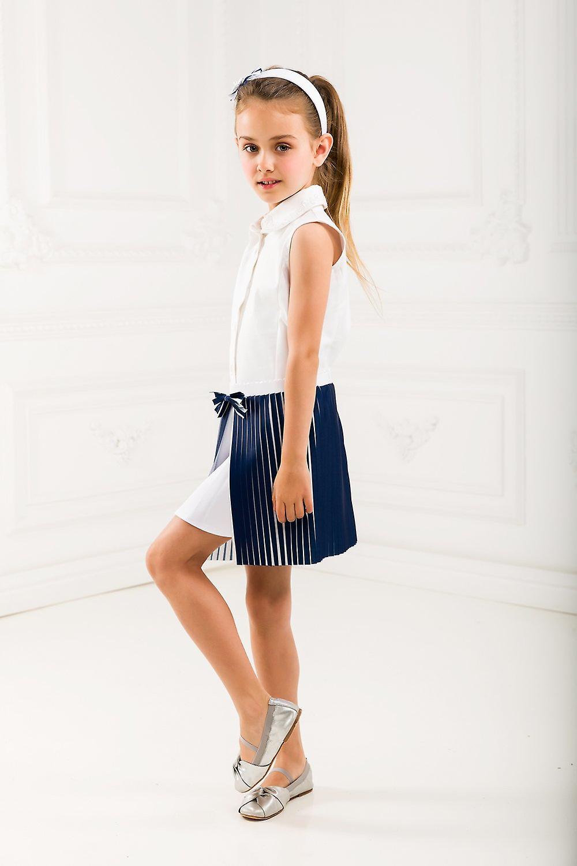Pleated girl skirt
