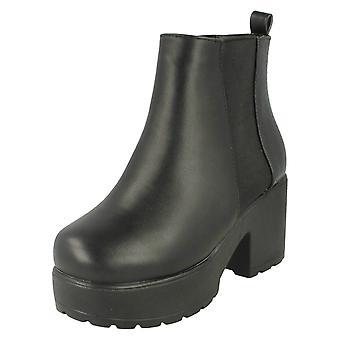Flickor plats på Croc mönstrad Slip på Boot med Chunky sula