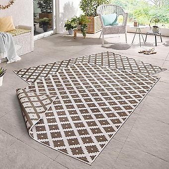 Tournage d'une crème brun sympa de tapis in - & outdoor