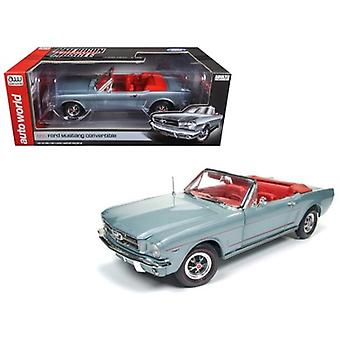 1965 Ford Mustang Convertible Silver Smoke Gray Limited Edition a 1002pcs 1/18 Diecast Model Car di Autoworld