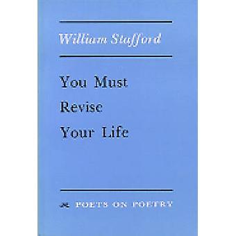 Usted debe revisar su vida por William Stafford - libro 9780472063710