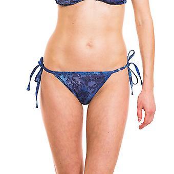 Ramona bronzage par tanga bikini côté cravate