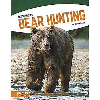 Bear Hunting by Tyler Omoth - 9781635172249 Book