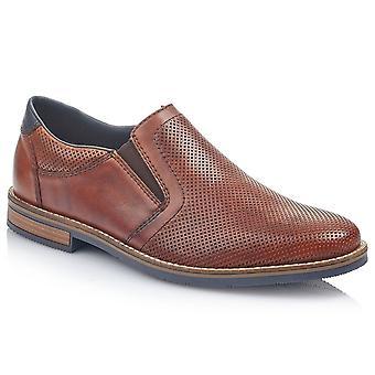 ريكر مور مينز زلة رسمية على الأحذية