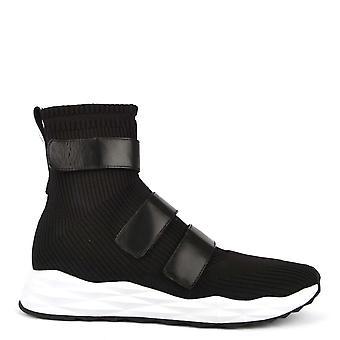 الرماد الأحذية سكوت الأسود متماسكة المدربين