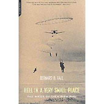 Inferno em um lugar muito pequeno - o Siege de Dien Bien Phu por Bernard B.