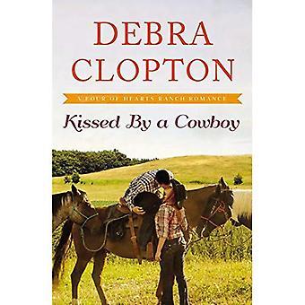 Gekust door een Cowboy (een vier harten Ranch romantiek)