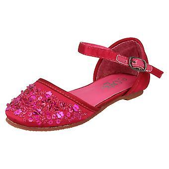 Spot de filles sur des chaussures plates avec détail de paillettes