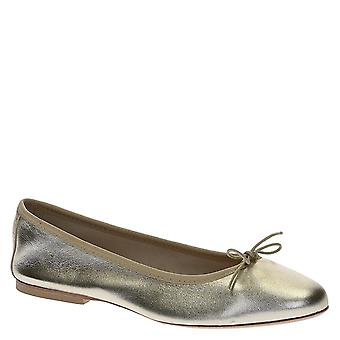 Ballerinas in platinum soft leather