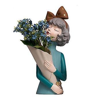 فتاة مع باقة التمثال