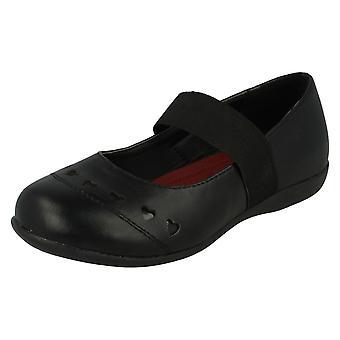Miejscu dziewczyny na wyciętym sercu wszystko elastyczny pasek szkoły buty