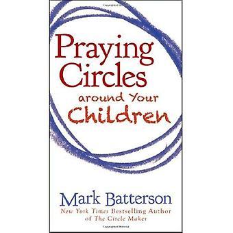 Círculos em torno de seus filhos a rezar