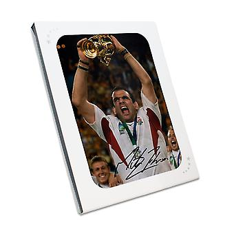 مارتن جونسون وقعت انكلترا لعبة الركبي الصورة : الفائز بكأس العالم في هدية مربع