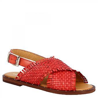 ليوناردو أحذية المرأة اليدوية حبال الصنادل المسطحة مع عصابات عبرت في الجلد المنسوجة الحمراء